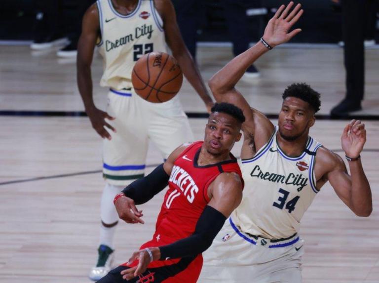 Westbrook anota 31 y los Rockets vencen a los Bucks