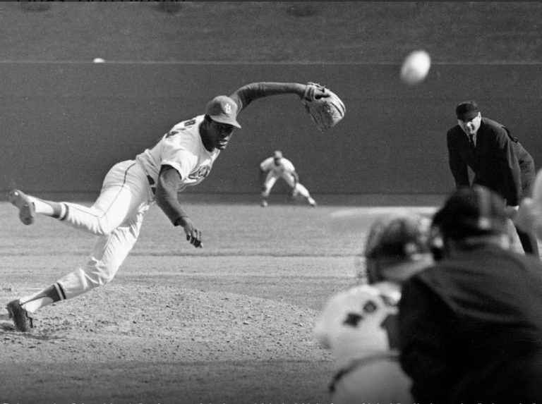 """Bob Gibson honed the art of """"protecting home plate"""" at LVBP"""