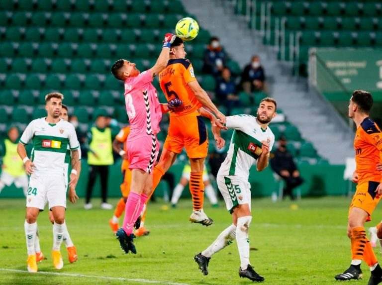 Elche took advantage of the doubts of a disconcerting Valencia