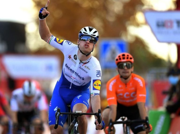 Sam Bennett celebrated in the fourth stage of the Vuelta a España