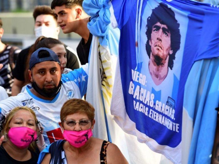 Argentina llora la partida de Maradona, su eterno 10 (fotos)
