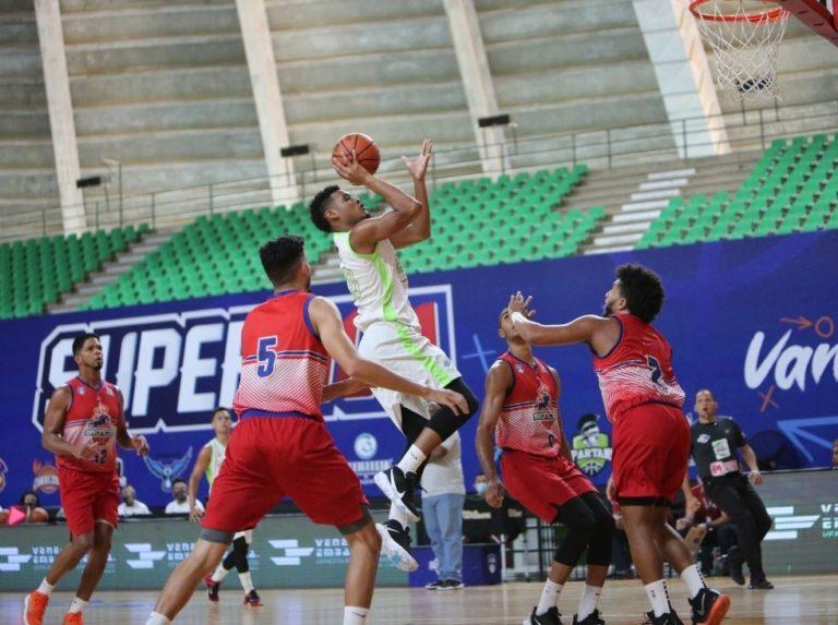 Yohanner Sifontes metió a Spartans en Semifinales